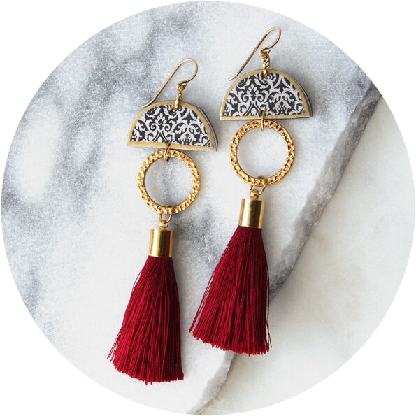 limitless luxe moon tassel art earring burgundy short NEXT ROMANCE